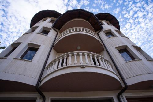 """Дом за стари хора """"Гладиола"""" - фасада"""